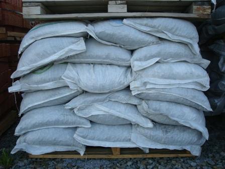 Щебень гранитный в мешках по 35 кг на поддонах (Северка)